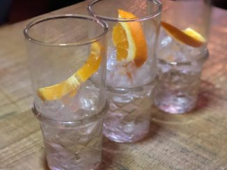 How to serve gin